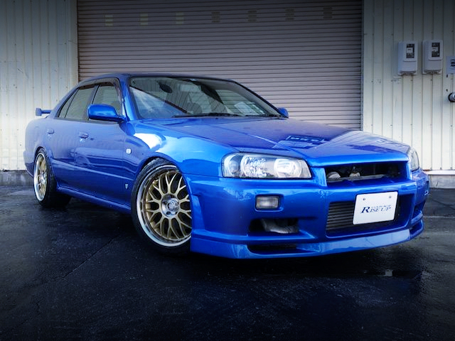 FRONT EXTERIOR OF R34 SKYLINE 4-DOOR