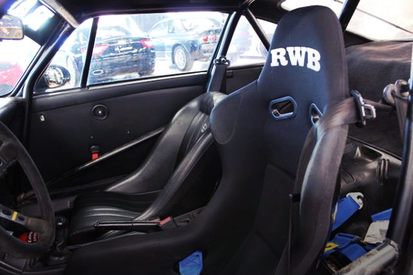 REWB FULL BUCKET SEAT AT DRIVER POSITION