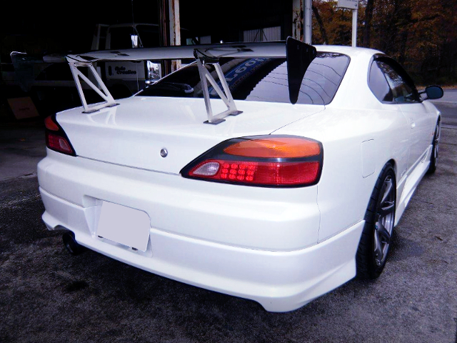 REAR EXTERIOR OF S15 SILVIA SPEC-R TO WHITE