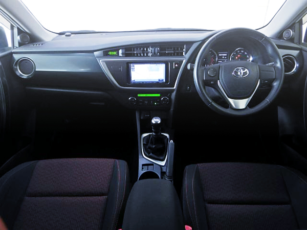 AURIS RS S-PACKAGE INTERIOR
