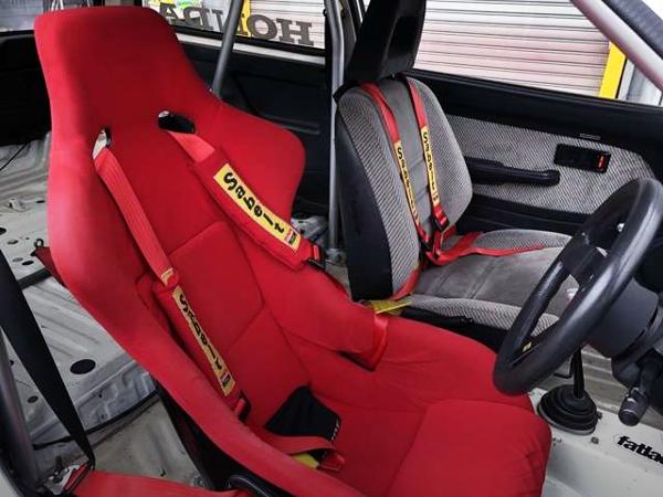 FULLBUCKET SEAT AT DRIVER