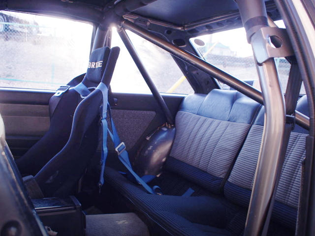 ROLL CAGE AND FULL BUCKET SEAT