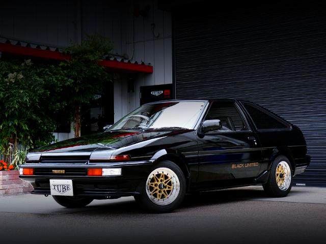 FRONT EXTERIOR OF AE86 TRUENO BLACK LTD