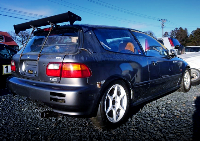 REAR EXTERIOR OF EG4 CIVIC HATCH