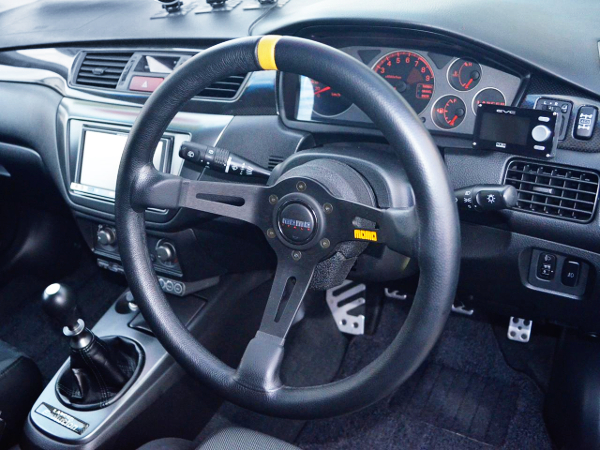 INTERIOR MOMO STEERING AND CLUSTER