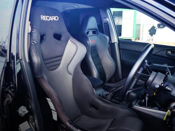 RECARO FULL BUCKET SEAT AT DRIVER