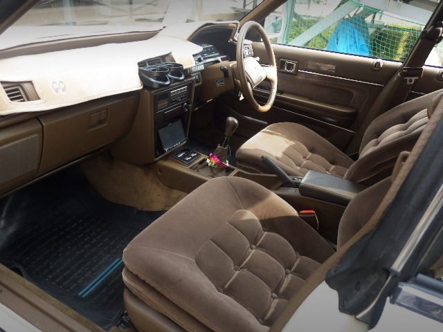 INTERIOR OF GX71 MARK2 GRANDE TWINCAM24 LTD