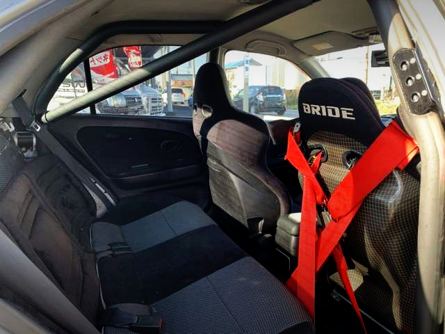 INTERIOR SEAT AND ROLL BAR