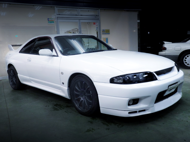 FRONT EXTERIOR OF R33 GT-R TO WHITE REPAINT