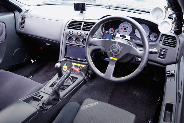 R33GT-R DASHBOARD AND STEERING