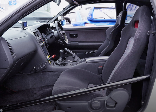 ROLL BAR AND DRIVER'S BUCKET SEAT