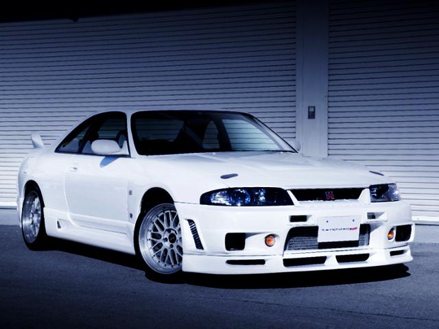 FRONT EXTERIOR OF R33 GT-R V-SPEC OF WHITE