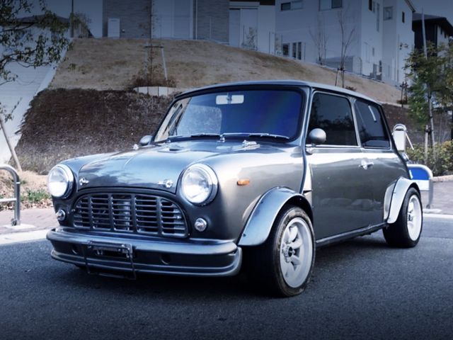 FRONT EXTERIOR OF ROVER MINI SILVER