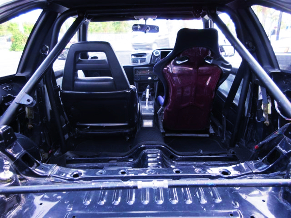 TWO-SEATER AND ROLL BAR OF AE86 TRUENO 3-DOOR HATCH