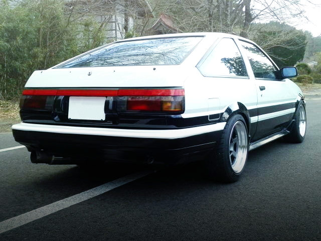 REAR EXTERIOR OF AE86 TRUENO