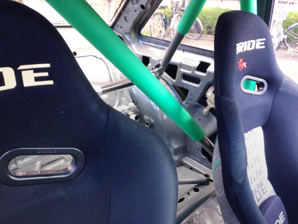 ROLL BAR AND BRIDE SEATS