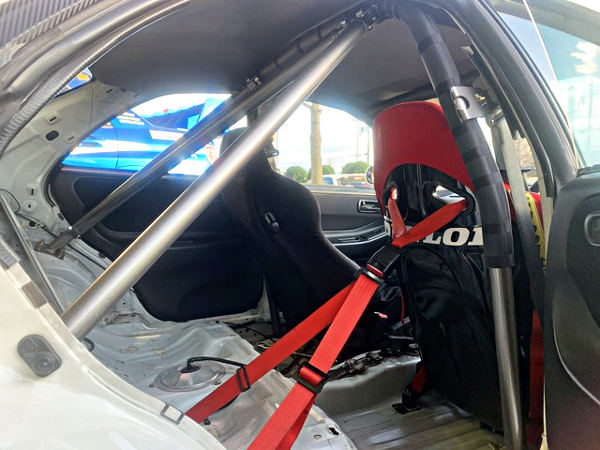 TWO-SEATER AND ROLL BAR