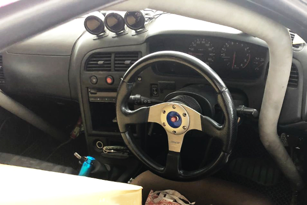 DASHBOARD OF ECR33 SKYLINE 2-DOOR GTS25T TYPE-M