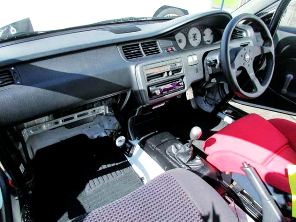 INTERIOR DASHBOARD OF EG6 CIVIC SIR