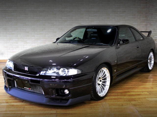 FRONT EXTERIOR OF R33 GT-R PURPLE