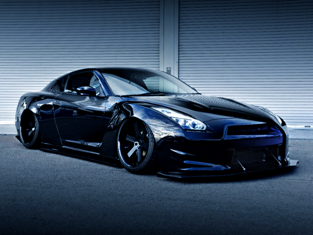 FRONT EXTERIOR OF R35 NISSAN GT-R BAGGED