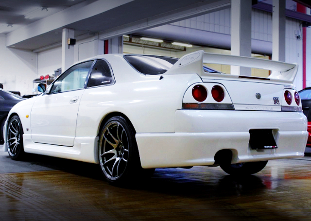 REAR EXTERIOR OF R33 GT-R WHITE