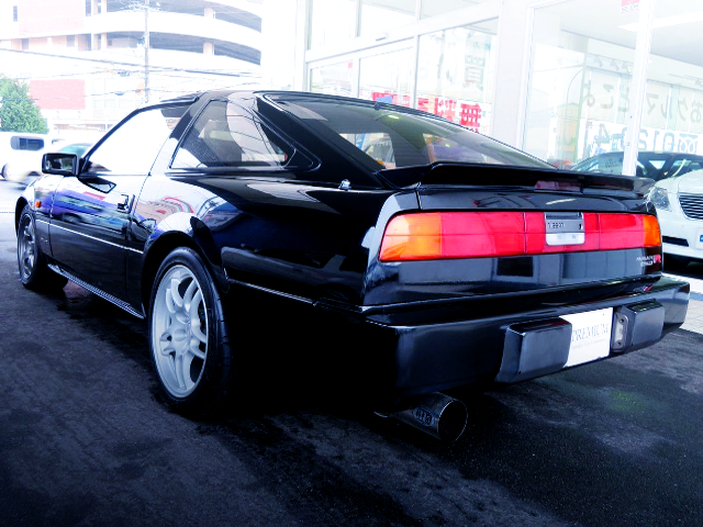 REAR EXTERIOR OF Z31 FAIRLADY Z 200ZR-2 2BY2 T-BAR ROOF