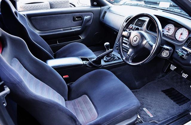 INTERIOR OF R33 GT-R