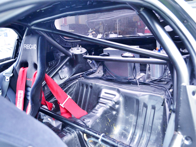 ROLL CAGE OF FD3S RX-7 INTERIOR
