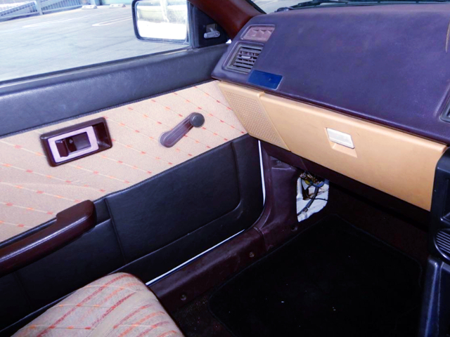 GLOVE BOX AND DOOR PANEL OF AE85 LEVIN LIME