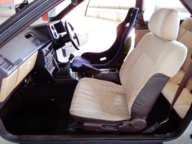 PASSENGER'S SEAT OF AE86 LEVIN LIME