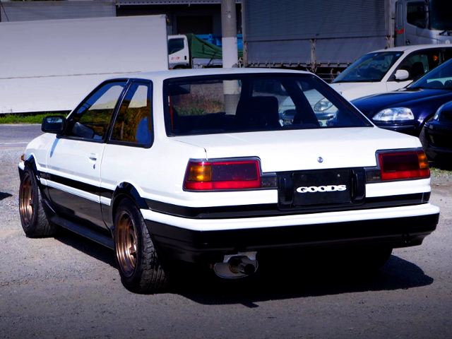 REAR EXTERIOR OF AE86 TRUENO PANDA
