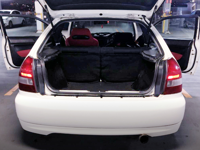 REAR HATCH OPEN TO LUGGAGE SPACE