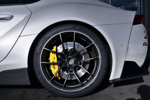 REAR D2 BRAKE AND RAYS G025 WHEEL