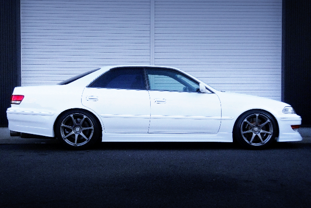 RIGHT-SIDE EXTERIOR OF JZX100 MARK2 TOURER-V