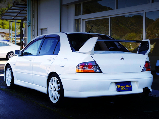 REAR EXTERIOR OF LANCER EVOLUTION 8 GSR