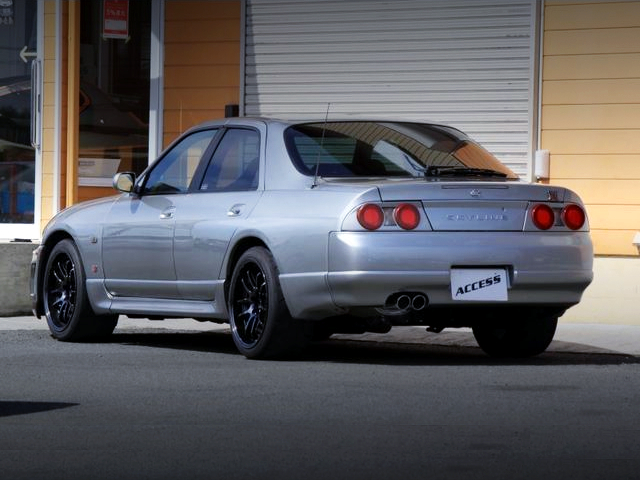 REAR EXTERIOR OF R33 SKYLINE 4-DOOR GT-R