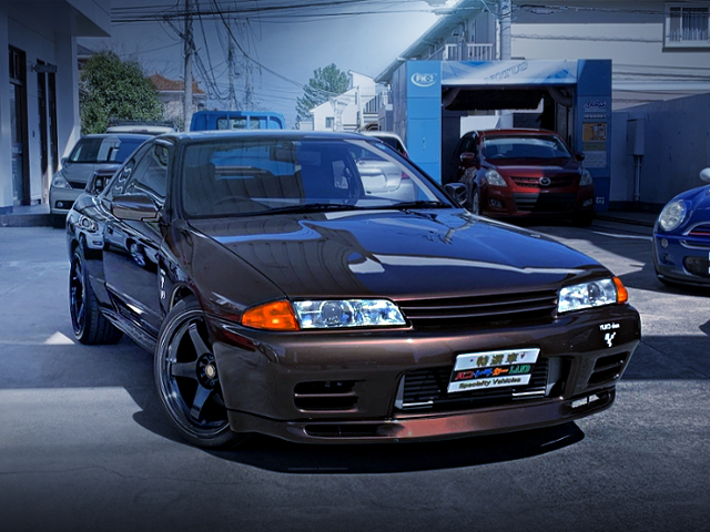 FRONT EXTERIOR OF R32 GT-R BROWN METALLIC COLOR