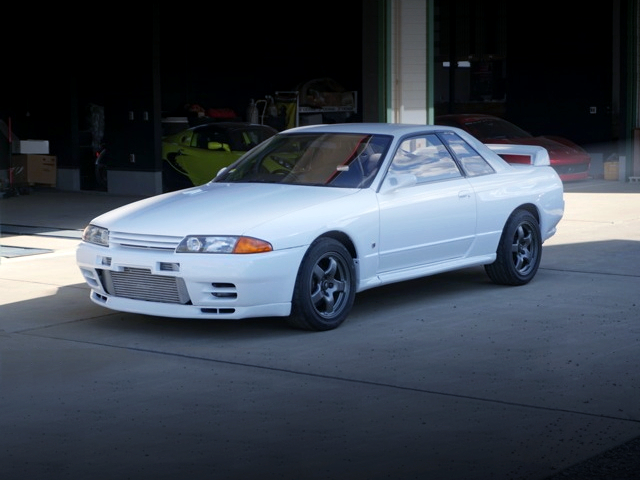 FRONT EXTERIOR OF R32 GT-R WHITE