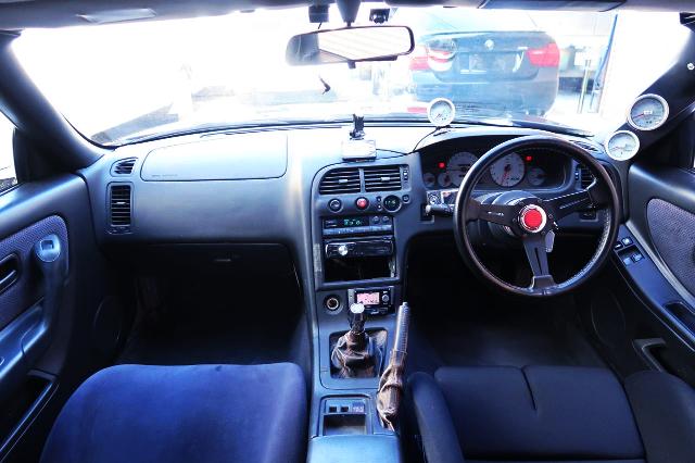 INTERIOR R33 GT-R DASHBOARD