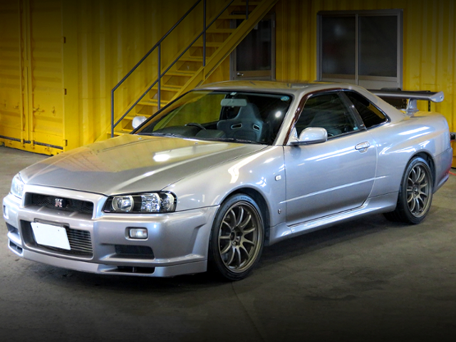 FRONT EXTERIOR OF R34 GT-R