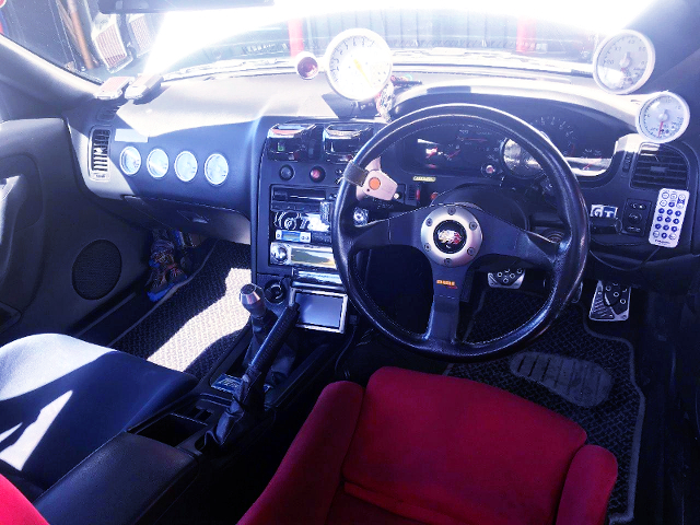 CUSTOM INTERIOR OF ECR33 SKYLINE