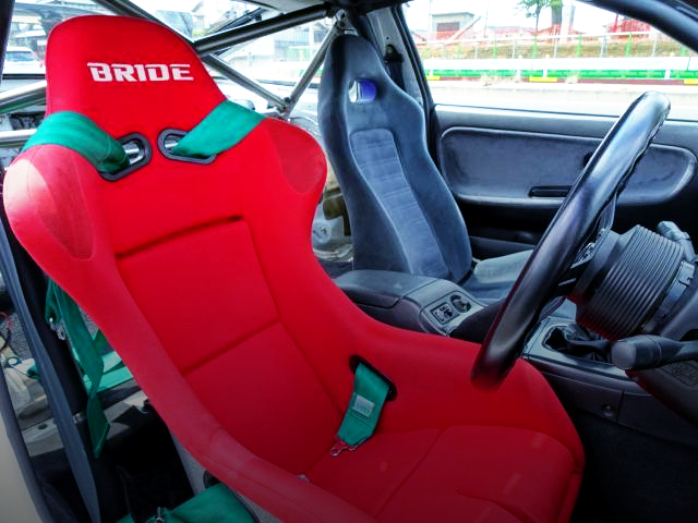 DRIVER'S BRIDE FULL BUCKET SEAT AND PASSENGER R33GT-R GENUINE SEAT.