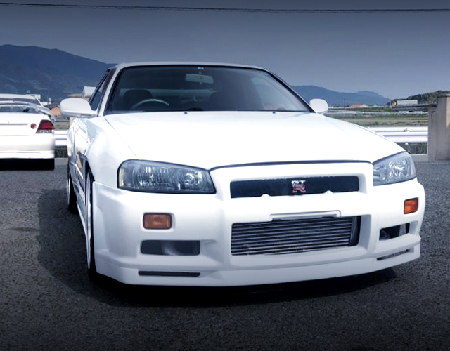 FRONT FACE OF R34 SKYLINE 2-DOOR.