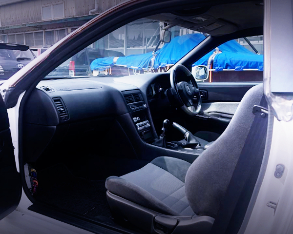 INTERIOR OF R34 SKYLINE 2-DOOR..