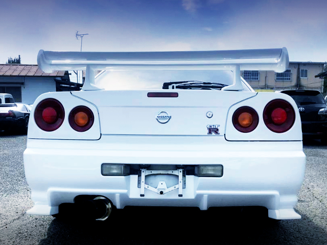 REAR TAIL LIGHT OF R34 SKYLINE 2-DOOR.