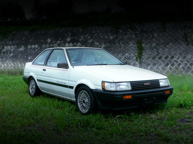 FRONT EXTERIOR OF AE85 COROLLA LEVIN LIME.