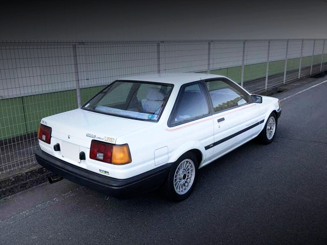 REAR EXTERIOR OF AE85 COROLLA LEVIN LIME.