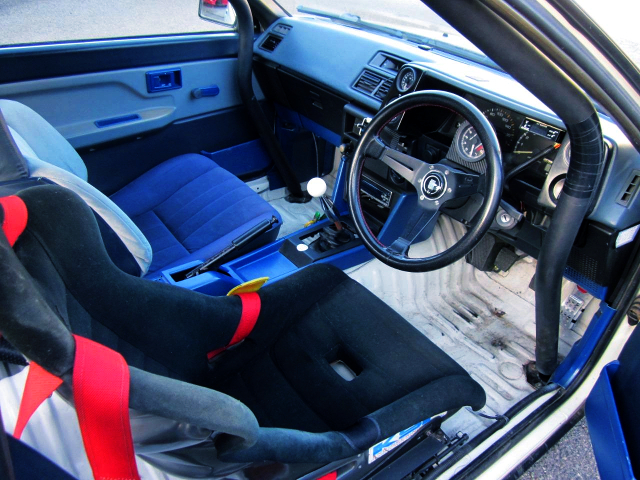 AE86 INTERIOR OF DASHBOARD AND STEERING.