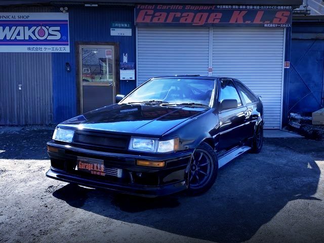 FRONT EXTERIOR OF AE86 LEVIN HATCH TO BLACK PAINT.